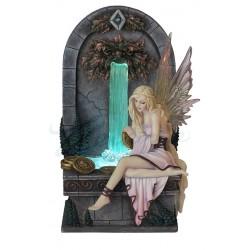 Víla a fontána soška Selina Fenech